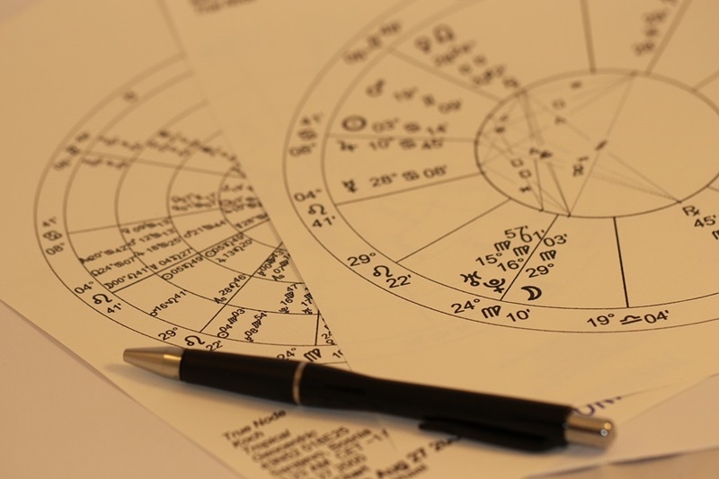 10 Signs That You Are An Ardent Astrology Addict